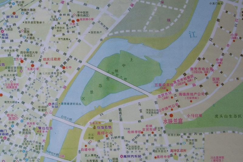 安汉广场,东方花园酒店,北湖宾馆,万泰酒店等;     风景区:白塔公园