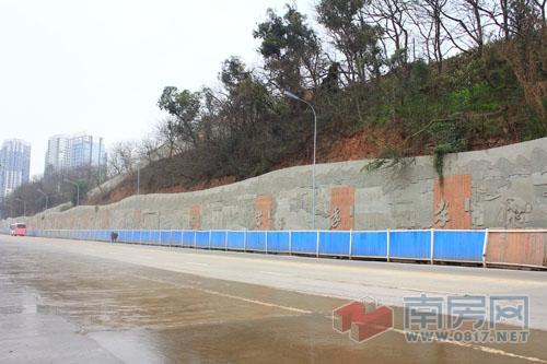 白塔公园文化浮雕墙初现雏形