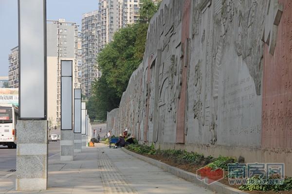白塔公园石刻浮雕文化墙全面开放