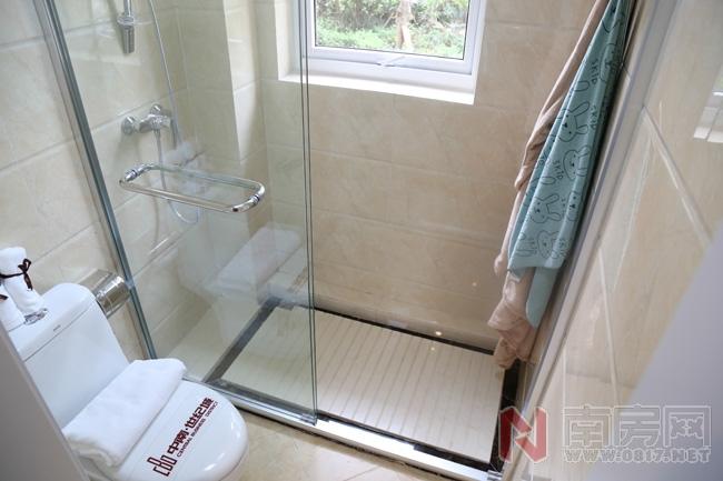 公共卫生间淋浴室