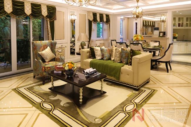 客厅的设计通过对欧式风格元素的高度提炼