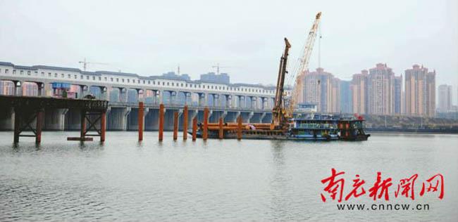 将军路嘉陵江大桥栈桥建设已完成100多米